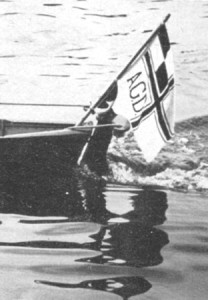 Ruderboot mit Fahne des Arndt-Gymnasiums, um 1958