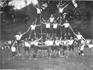 Pyramide der Ruderer, um 1924