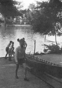 """40 Der Vierer """"Ernst-Moritz Arndt"""" wird zu Wasser gelassen,"""