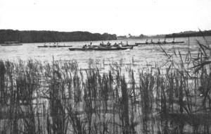 38 Boote des Schüler-Rudervereins auf der Havel